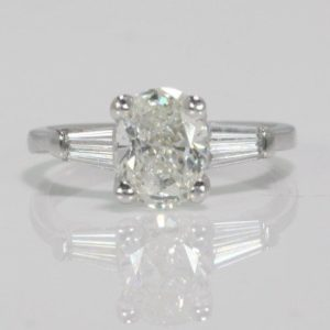 1.50 CARAT OVAL CUT DIAMOND ENGAGEMENT RING